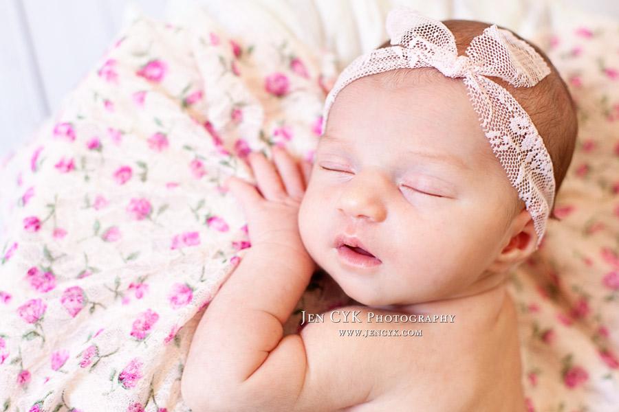 Amazing Newborn Poses (5)