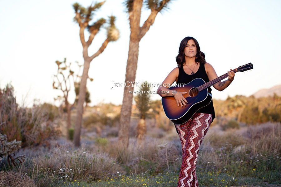 Girl With Guitar Photography (1)